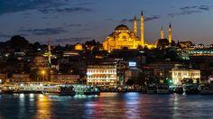 伊斯坦布爾歐洲岸意米尼努渡船頭與蘇雷曼尼耶清真寺夜晚美景。 ©Oğuzhan Şahinoğlu
