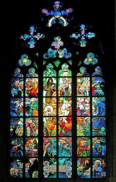 Le vitrail de Mucha dans la cathédrale de Prague