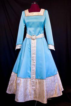 Princess Merida Blue Dress Beautiful want it! Grey Prom Dress, Pink Prom Dresses, Blue Wedding Dresses, Princess Wedding Dresses, Princess Party, Christmas Wedding Guest Outfits, Cute Wedding Outfits, Disney Princess Dresses, Princess Costumes