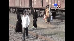 No roads, Pedestrians forced to cross railway track in Udhna, Surat  Subscribe to Tv9 Gujarati: https://www.youtube.com/tv9gujarati Like us on Facebook at https://www.facebook.com/tv9gujarati Follow us on Twitter at https://twitter.com/Tv9Gujarati Follow us on Dailymotion at http://www.dailymotion.com/GujaratTV9 Circle us on Google+ : https://plus.google.com/+tv9gujarat Follow us on Pinterest at http://www.pinterest.com/tv9gujarati/