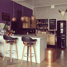 What is the essential breakfast bar stool in your kitchen? |  Breakfast Bar Stools | Contemporary Kitchen | Modern Bar Stools | #contemporarybarstools #modernchairs #modernkitchen | See more @ http://counterandbarstools.eu/what-is-the-essential-breakfast-bar-stool-in-your-kitchen/