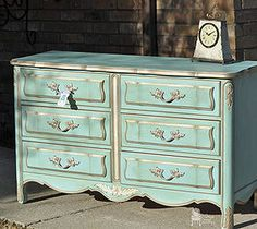 Hometalk :: Dixie French Provincial Dresser Makeover - This is how I want to paint my 9 drawer FP dresser which is creamy yellow & gold. I'll blend Florence & Provence & some white for a nice aqua to do over yellow! Can't wait for the warmer weather! Dixie Furniture, Dark Furniture, Painted Furniture, French Provincial Dresser, Provincial Furniture, Diy Dresser Makeover, Furniture Makeover, Shabby Chic 6 Drawer Dresser, Verde Vintage