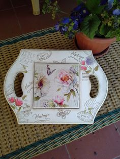 Posafuentes con técnica de sublimación sobre azulejo. China Painting, Painting On Wood, Decorative Napkins, Altered Boxes, Decoupage Paper, Diy Box, Bottle Crafts, Collage, Diy And Crafts