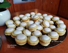 Fincsi receptek: Non plus ultra Non Plus Ultra, Mini Cupcakes, Muffin, Breakfast, Food, Morning Coffee, Essen, Muffins, Meals