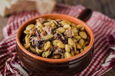 Gli gnocchetti sardi salsiccia e zafferano sono un primo piatto gustoso e saporito: conditeli con abbondante pecorino prima di servire.