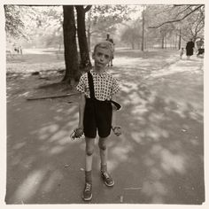 Diane Arbus Child with a toy hand grenade in Central Park, N. 1962 © The Estate of Diane Arbus Famous Portrait Photographers, Famous Portraits, Street Photographers, Classic Photographers, Contemporary Photographers, Female Photographers, Diane Arbus, Richard Avedon, Annie Leibovitz