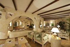 The Club Hotel of Baja Sardinia is located in Costa Smeralda. Very classy and beautiful !