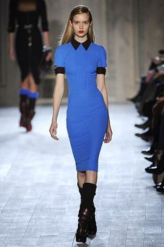 Victoria Beckham is probably the best ambassador for her eponymous line. The designer wore a Victoria Beckham Fall 2012 dress to a pre. Love Fashion, Fashion Show, Designer Wear, Work Wear, Casual Dresses, Celebrity Style, Victoria Beckham Dresses, Short Sleeve Dresses, Celebs