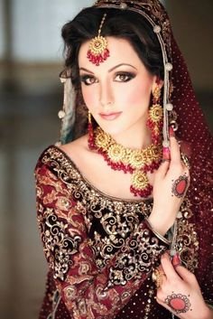 30 Beautiful Pakistani Bridal Makeup Looks - Style Arena Beautiful Bridal Makeup, Bridal Makeup Looks, Beautiful Bride, Bride Makeup, Wedding Makeup, Pretty Makeup, Pretty Hair, Hair Makeup, Pakistani Bridal Makeup