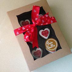 Caja de 6 biscuits en forma de corazón variados de #nutella y #dulcedeleche ideal para #sanvalentin #valentinesdaytreats #alfajores #ricos