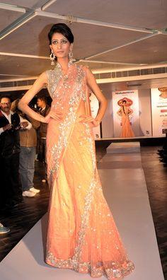 Choreography @ Signature Fashion Parties showcasing KIMAYA Collection