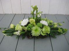 Borddekorationer - www. Summer Flower Arrangements, Contemporary Flower Arrangements, Funeral Flower Arrangements, Beautiful Flower Arrangements, Funeral Flowers, Beautiful Flowers, Deco Floral, Arte Floral, Memorial Flowers