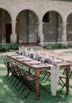 such a gorgeous outdoor wedding reception; Click to see more details of this gorgeous wedding; photo: Melanie Gabrielle Photography