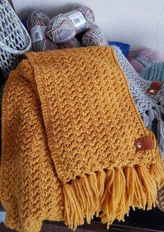 "DUTCH Translation Go with the Flow Super Scarf ""Go with The Flow"" Sjaal - Gratis Patroon - Nederlandse Vertaling Crochet Beanie Pattern, Crochet Bear, Diy Crochet, Hand Crochet, Crochet Patterns, Scarf Patterns, Crochet Scarves, Crochet Shawl, Crochet Clothes"