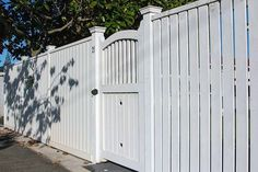 (timber) flat top picket fence with pedestrian gate, built by Auckland Fe. (timber) flat top picket fence with pedestrian gate, built by Auckland Fe. White Picket Fence, White Fence, Picket Fences, Wooden Fences, Picket Gate, Green Fence, Fence Landscaping, Backyard Fences, Fence Garden