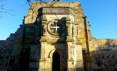Rosslin Chapel - Scotland - Escócia http://www.maladerodinhaenecessaire.com/rosslyn-chapel/