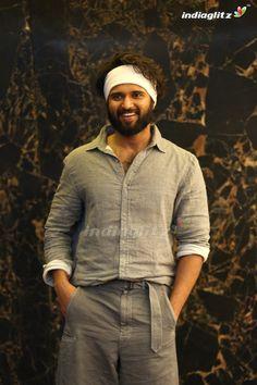 Actor Picture, Actor Photo, Telugu Hero, Allu Arjun Images, South Hero, Most Handsome Actors, Vijay Actor, Vijay Devarakonda, Photo Poses For Boy
