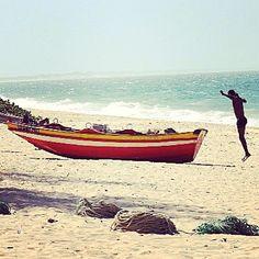 Praia da Macaneta em Marracuene, Maputo Maputo, Outdoor Furniture, Outdoor Decor, Portuguese, Breeze, Sea, Places, The Beach, The Ocean