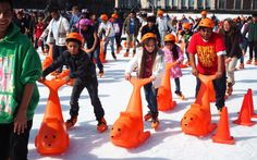 Eislaufen in Mexiko Stadt Ⓒ Viktoria Urbanek / chronic-wanderlust.com Wanderlust, Outdoor, Ice Skating, Ski, Outdoors, Outdoor Games, The Great Outdoors