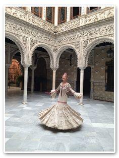 María León con este impresionante vestido de Pepa Garrido Spanish Eyes, Spanish Dancer, Flamenco Dancers, Mexican Style, Spanish Style, Formal Dresses, Wedding Dresses, Seville, Mermaid