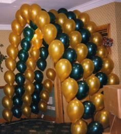 Can make an arch using black and white balloons and paper weights Black And White Balloons, The Balloon, Party Stuff, Paper Weights, Green And Gold, Arch, Graduation, Decorating Ideas, Parties