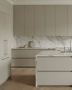 Nordic Kitchen, New Kitchen, Beige Kitchen, Kitchen Room Design, Modern Kitchen Design, Lovely Apartments, Modern Kitchen Interiors, Interior Desing, Latest Kitchen Designs