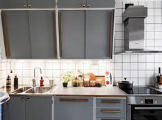 50-tals Retrokök - Inspiration | Strömsdal Kök | Kök, Kitchen ... 50s Kitchen, Kitchen Tile, Home Decor Kitchen, Kitchen Interior, Vintage Kitchen, Kitchen Dining, Kitchen Cabinets, Cabin Kitchens, Cool Kitchens