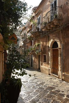 Siracusa Sicily Italy - Um dos lugares mais lindos que já estive Places Around The World, Oh The Places You'll Go, Places To Travel, Places To Visit, Around The Worlds, Travel Destinations, Siracusa Sicily, Taormina Sicily, Wonderful Places