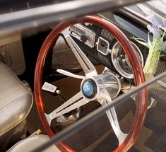 Super cool VW Beetle at Slough Swap Meet. Apparel at fusca videos VW Beetle Classic Car Classic Cars British, Ford Classic Cars, Classic Trucks, Vw Super Beetle, Classic Car Restoration, Car Ford, Car Videos, Vw Beetles, Volkswagen Golf