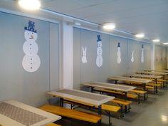 Lumiukkoja ja -pupuja ilmestyi perjantaiaamuna  ilahduttamaan lapsukaisia Sulkavalla.