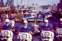 @HistoryKe Nov. 1983: Queen Elizabeth and her host President Moi are driven through the streets of Nairobi upon her arrival for a four-day state visit to Kenya.  Waving a miniature Kenyan flag, I was among throngs of school kids lining the roadside.