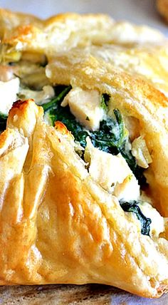 Chicken Spinach and Artichoke Puff Pastry Parcels are elegant and perfect for any spring occasion! Made with frozen puff pastry for ultimate ease! Puff Pastry Chicken, Spinach Puff Pastry, Chicken Puffs, Pastry Dough Recipe, Puff Pastry Recipes, Puff Pastries, Spinach Appetizers, Appetizer Recipes, Croissants