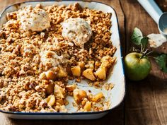 Apple crumble with gingerbread ice cream - Apple crumble with gingerbread ice cream – Libelle Lekker A delicious autumnal, lukewarm dessert - Chocolate Pudding Desserts, Chocolate Chip Cheesecake Bars, Easy No Bake Cheesecake, Cheesecake Desserts, Summer Dessert Recipes, Dessert Salads, Sweet Desserts, Crack Salad Recipe, Couscous Recipes