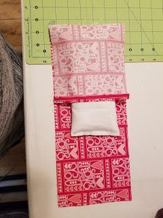 selina quilts: Tutorial for Rice Bag with Removable Cover Rice Warmers Diy Heating Pads, Rice Bag Heating Pad, Homemade Heating Pad, Sewing Hacks, Sewing Crafts, Sewing Ideas, Diy Rice Bags, Diy Heat Pack, Bag Patterns To Sew