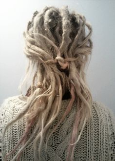 Love how they are tied together to hold back some dreads. I do this all the time. Dreadlock Hairstyles, Messy Hairstyles, Pretty Hairstyles, Black Hairstyles, Wedding Hairstyles, Blonde Dreads, Dreads Girl, White Dreads, Natural Dreads