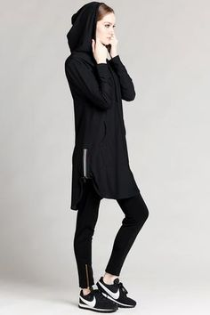 Modest Workout Clothes, Sporty Look, Long Sleeve Tunic, Sport Fashion, Black Hoodie, Sport Outfits, Black Tops, Clothes For Women, Hoodies