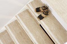 Kiven Herra / portaikko Travertino Classico Stone Tiles, Hallways, Some Pictures, Butcher Block Cutting Board, Stairways, Natural Stones, Flooring, Interior, Travertine