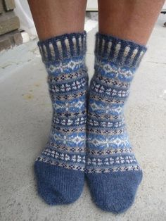 Ravelry: Project Gallery for Winter Mix pattern by Stephanie van der Linden Crochet Socks, Knitting Socks, Hand Knitting, Knitting Patterns, Knit Crochet, Sock Crafts, Blue Socks, Fair Isles, Wool Socks