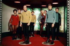 Energie!  William Shatner als Captain James Tiberius Kirk mit seiner Crew auf...