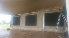Vom rollenden Container zum Luxuszelt auf Plattform - ein Zelt im Aufbau.   Mehr über das Roving Bushtops Camp  www.privatesafaris.ch/tanzania/serengeti-nationalpark/kuoni-roving-bushtops-camp