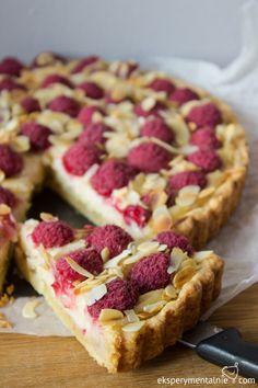 Raspberry Biscoff Crumb Bars uses the fresh raspberries of the season. One amazing dessert. Cookie Desserts, Fun Desserts, Cookie Recipes, Delicious Desserts, Dessert Recipes, Yummy Food, Bar Recipes, Dessert Ideas, Yummy Treats