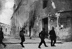 Convento de la Purísima Murcia (junto a veronicas) incendiado por las turbas. Mayo de 1931. los religiosos confiaron en que sería incapaz el pueblo de Murcia de atacar uno de sus símbolos más preclaros. Esa tarde, la multitud corría por las calles buscando, no se tomó ninguna medida, ni se cerró el Camerín o se apagaron las velas encendidas. Las turbas a las puertas los hermanos aún confiaban en que les dejarían en paz. Ni la violencia, ni la llegada de los bomberos les hizo perder la calma.
