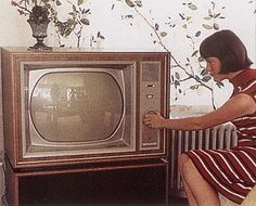 Vintage Tv, Vintage Photos, Retro, Vintage Television, First Tv, Time Photo, Sweet Memories, My Memory, Old Skool