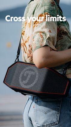 Mit vollem Sound unterwegs. #machlaut #followyoursound ✓ Robuster Bluetooth-Stereo-Speaker der Spitzenklasse für drinnen und draußen ✓ Strahlwassergeschützt nach IPX5, dickwandiges, flexibles Gehäuse fängt Stöße ab ✓ Bluetooth mit aptX® für Musikstreaming in CD-ähnlicher Qualität von Deezer, Spotify, Youtube, Apple Music etc. ✓ Leistungsstarkes Stereo-System mit zwei Hochtönern, einem Subwoofer und zwei passiven Treibern