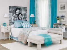 Dormitorio decorado en Crudos con accesorios en tonos Turquesas y Azules.