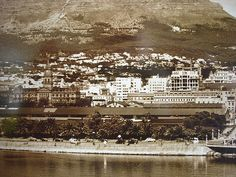 History: In 1652 the Dutch used Cape Town as a provision station as they sailed the continent tip. Old Pictures, Old Photos, Vintage Photographs, Vintage Photos, Apartheid Museum, Library Images, Cape Town South Africa, Out Of Africa, Most Beautiful Cities
