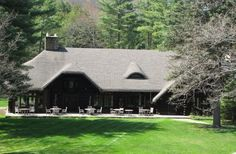 The Main Lodge features 2 rooms, 2 suites and is home of our dining room. Enjoy meals on the terrace, sun room or our Redwood Dining Room.