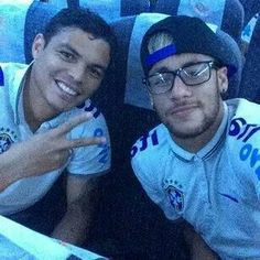 Neymar and Thiago Silva ❤ Young Football Players, Brazil Team, Round Sunglasses, Mirrored Sunglasses, Neymar Pic, Love You Babe, Mens Glasses, Best Player, Perfect Man