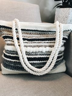 Hand woven tote bag. Prairieknotco. Weaving Textiles, Tapestry Weaving, Loom Weaving, Hand Weaving, Weaving Designs, Weaving Projects, Weaving Patterns, Stitch Patterns, Loom Knitting Stitches