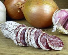 Salam uscat de casa - Retete practice Charcuterie, My Recipes, Cooking Recipes, Good Food, Yummy Food, Romanian Food, How To Make Sausage, Ottolenghi, Smoking Meat